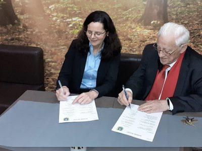 La AEF firma un acuerdo con Mensajeros de la Paz